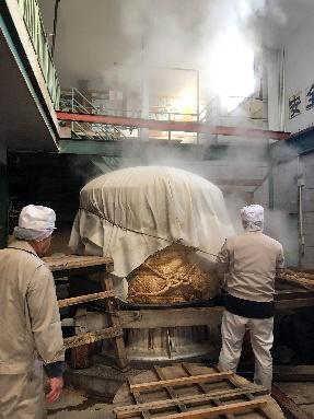 甑での蒸米